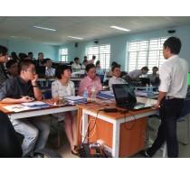 Sinh viên bảo vệ luận văn tốt nghiệp ngành Điện tử-Viễn Thông, hướng Điện tử vi mạch, HK1/2014-2015